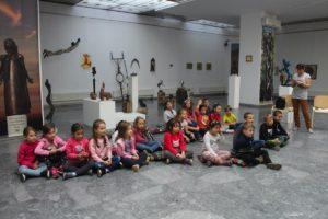 Fehérlófia, sárkányok és griffmadár a Bobály kiállításban