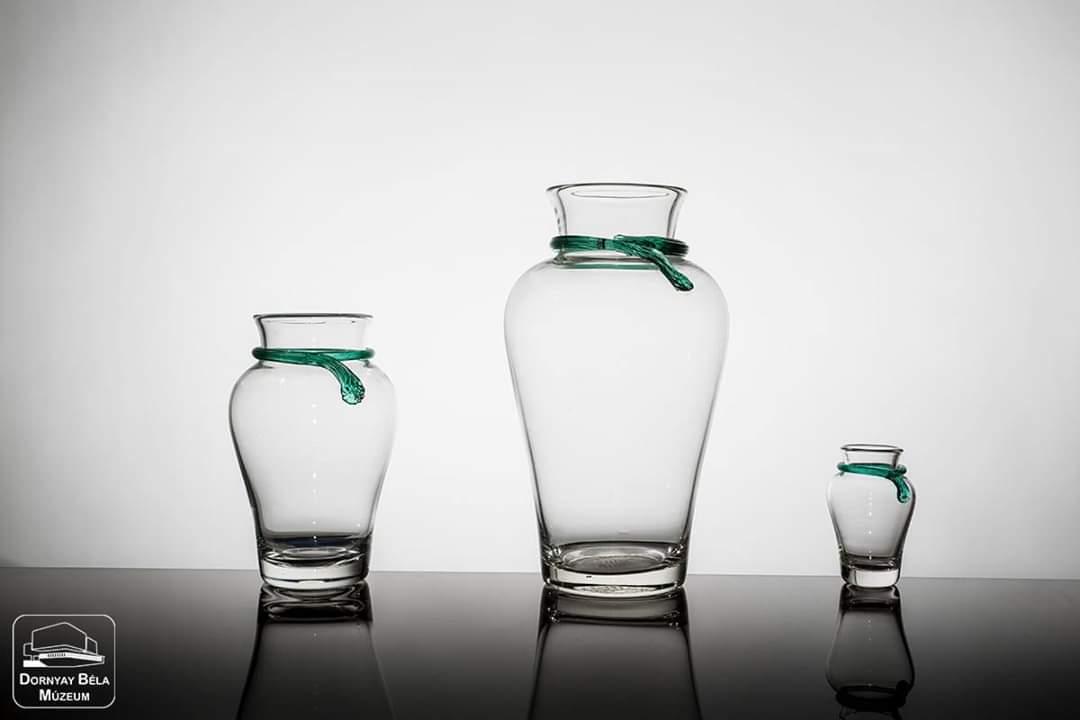 Bemutatjuk az Üvegváros tanulmányi raktárunk legszebb üvegjeiből készített válogatásunkat, melyet a salgótarjáni öblösüveggyárban készítettek.