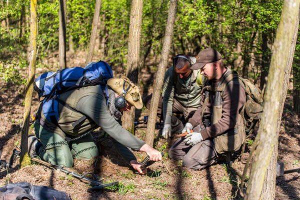 Érsekvadkert határában jártunk a önkéntes múzeumi leletfelderítő csapattal, hogy egy állítólagos vár helyét azonosítsuk.