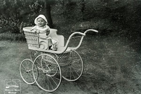 Minden napra egy Gábler sorozatunk következő darabja: A Hanzik család kislánya, 1915