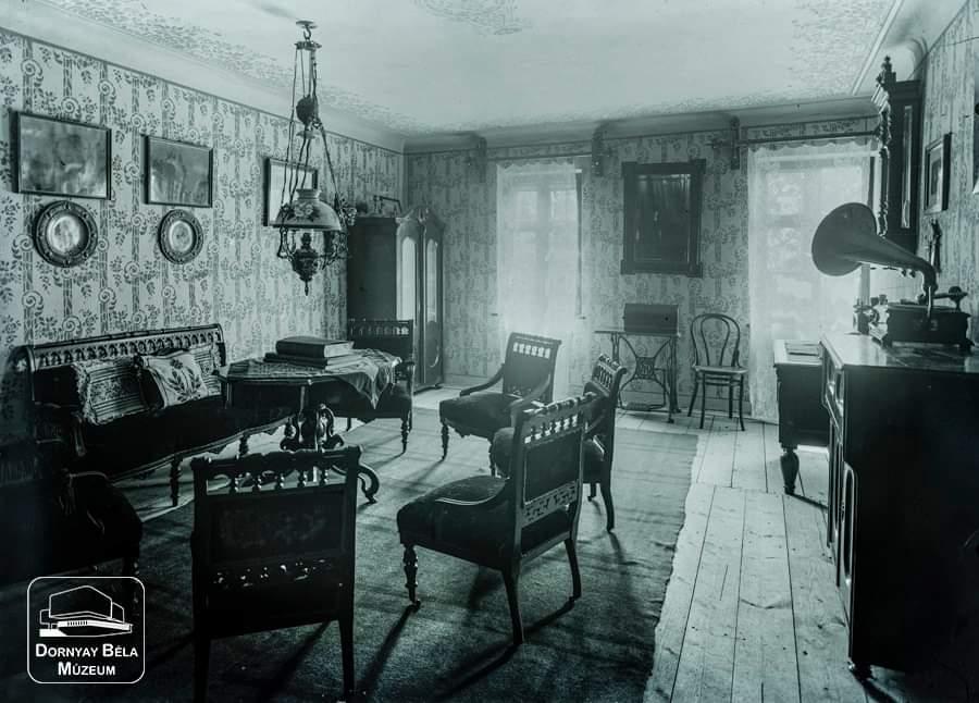 Minden napra egy Gábler: Billeter Frigyes salgói házának nappalija, 1911