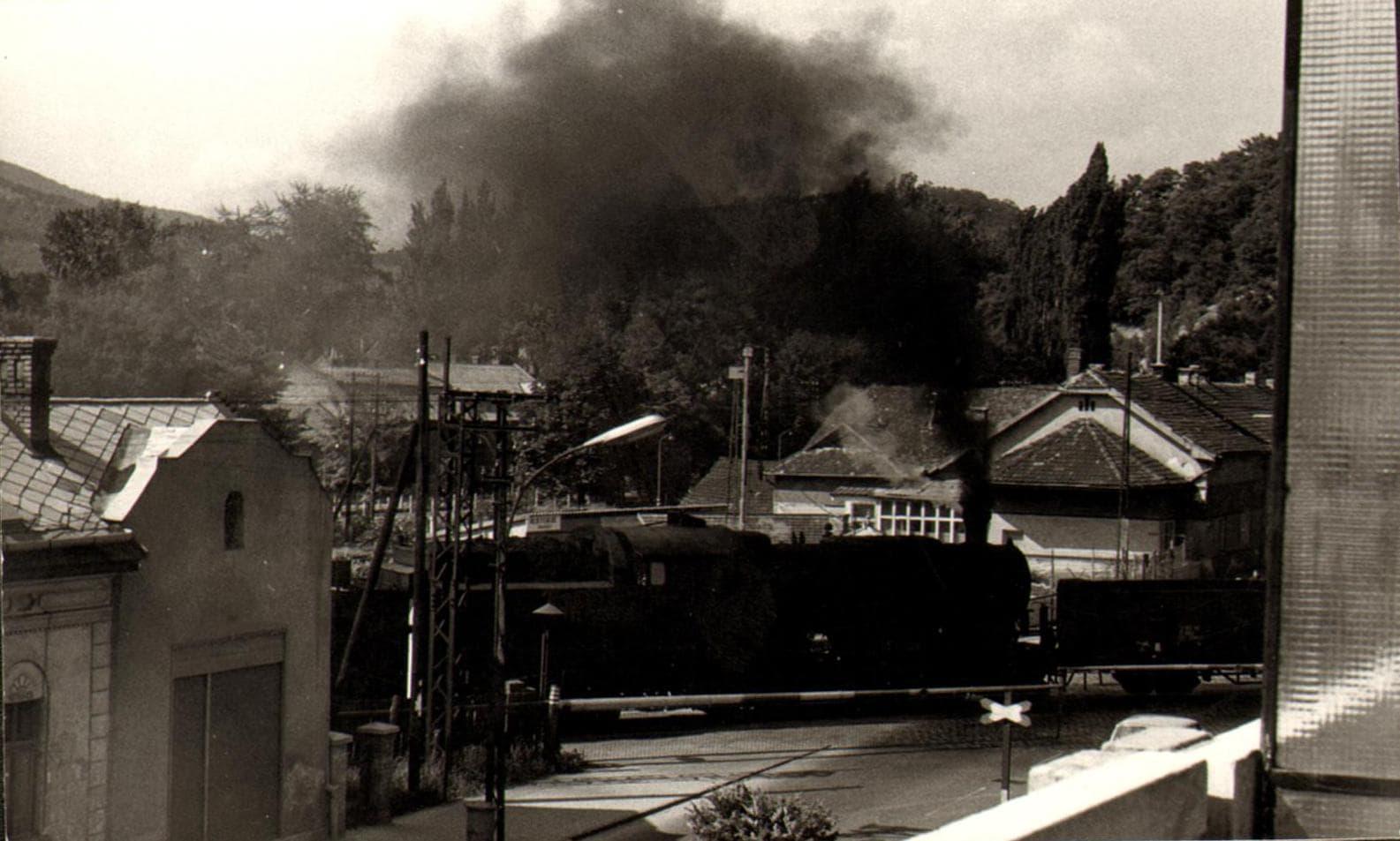 tehervonat szerelveny az acelgyari vaganyon 1970