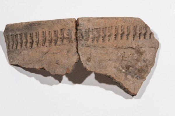 Egy 1960-ban végzett feltárás során a régészek a salgótarjáni Pécs-kőn késő rézkori (Baden-kultúra)és kora bronzkori (Makó-kultúra) leleteket ástak ki.