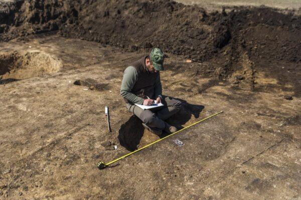 Sorozatunk most következő részében múzeumunk egyik leglelkesebb és legelhivatottabb régészét mutatjuk be. Tóth Krisztián bevezet minket a régészeti feltárások folyamataiba.