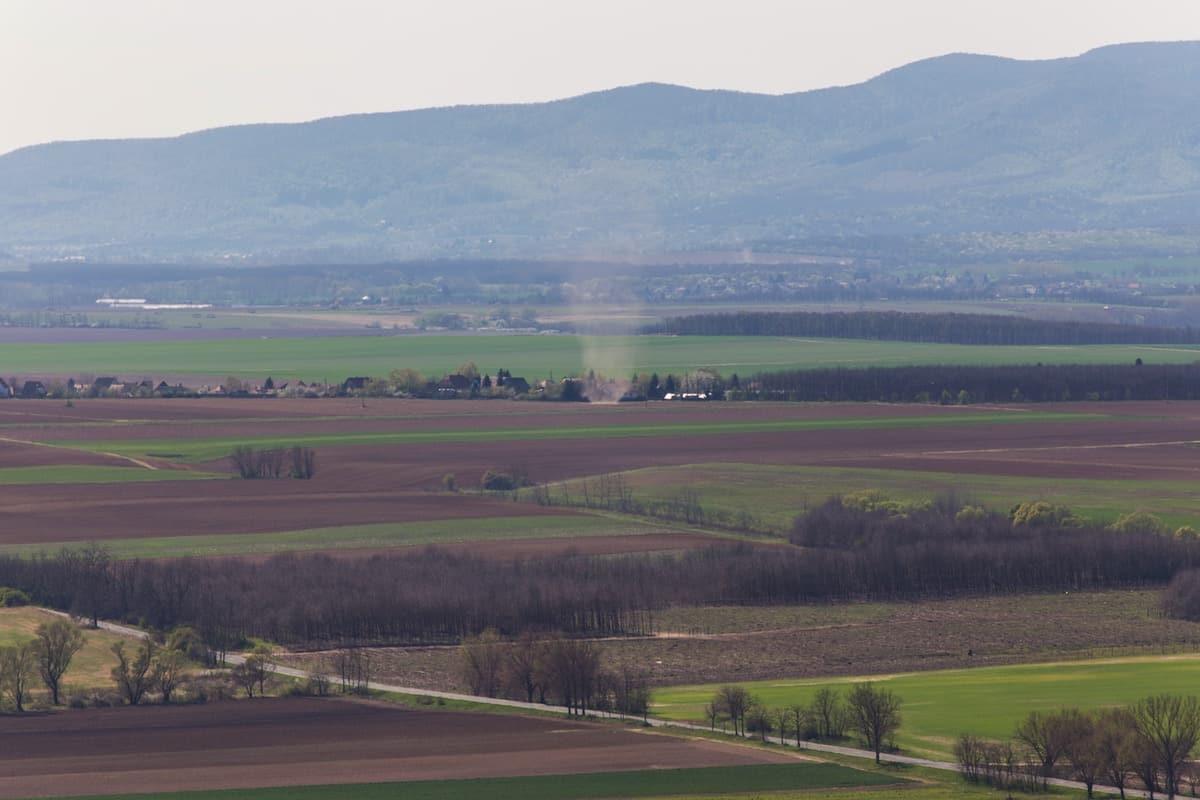 kilátás a várból a Nógrádi-medencére és a Börzsönyre