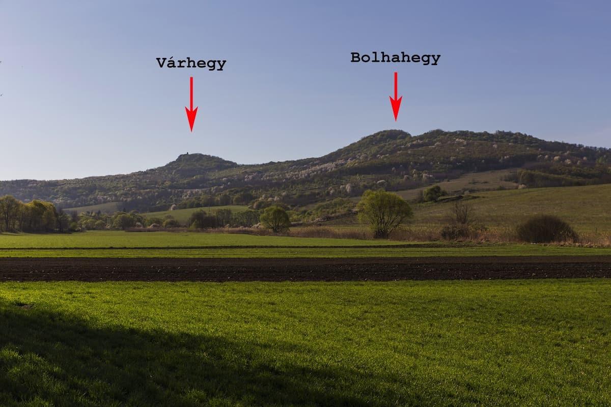 Szanda Várhegy és Bolhahegy (Péterhegy) Szandaváralja határából fotózva